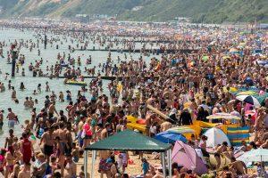 Heatwave hits UK - Summer arrives in Bournemouth