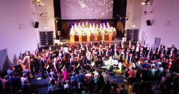 Questa choir performing