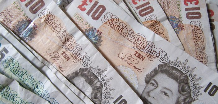ten pounds money